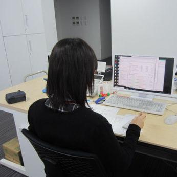 ゼロからスタートできる事務の仕事!基本的なPC操作と電話対応ができれば問題OK。